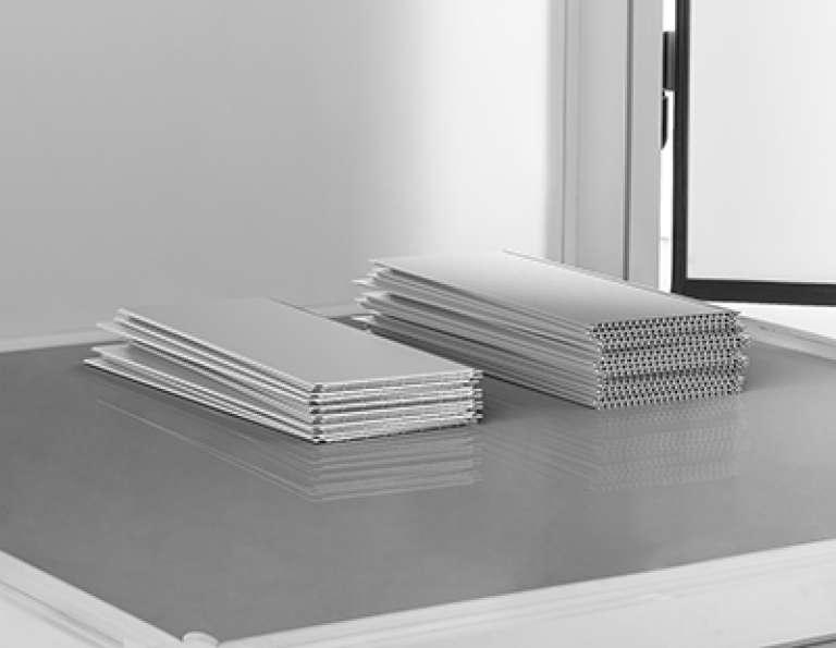 Kunststof muurbescherming, uiterst geschikt voor renovatie van muren in koude ruimtes en opslagplaatsen.