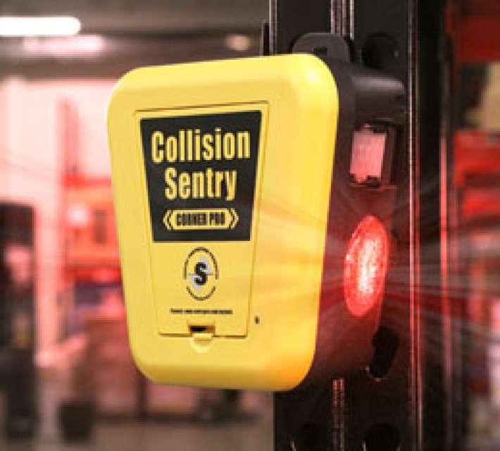 Collision Sentry beveiligingssysteem dat een dubbele waarschuwing uitzendt bij dreigende aanrijdingen in dodehoek situaties
