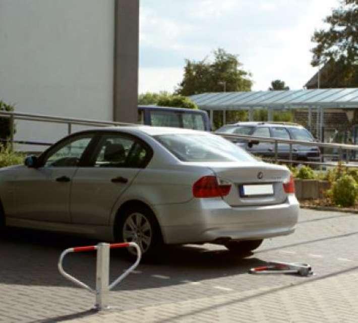 Parkeerbeugel die verhindert dat uw parkeerplaats ingenomen wordt door een ander voertuig